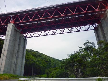 東名のこんなかっこいい橋を眺めたりして