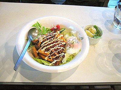 川越のカフェで食べたランチのロコモコ。