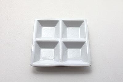 4分割皿。ちょっとしたものを並べると、それだけでお洒落に。