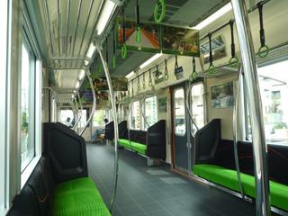 電車も緑のお茶カラー。