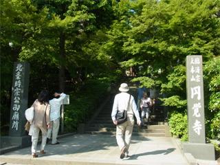 北鎌倉駅を降り、円覚寺を通り越し