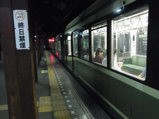 本日初の江ノ電。夜なので窓からの良い景色は見れないのが残念