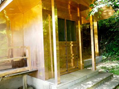 それにしてもこの金閣寺(瑞岳寺?)、近くで見るとものすごく金ピカテカテカなんですよ