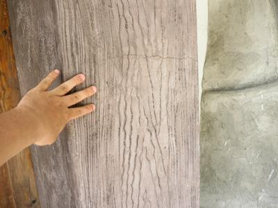 この柱も木製ではなく、コンクリートに模様をつけたもの