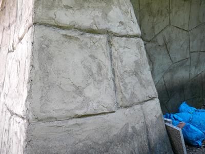 石垣も当然、石を積み上げているわけではなく、コンクリートをこういう形にしているだけ……結構スキありますね