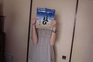 牧子さん持参の海苔は、3人が被った大人気の「こんとび」。5枚で750円也。