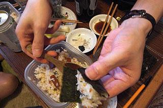 あとは、好きな海苔で好きなつまみを巻いて食べるだけの交流戦に突入!