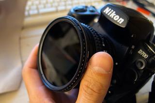 カメラに暗くするフィルターを装着
