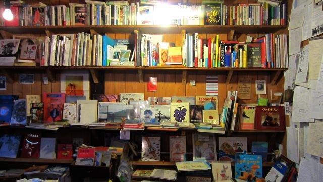 二階には、古本がいっぱい。