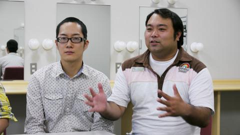 キラーコンテンツの長谷川さん(写真左)は漫才師になった後も引きこもり歴がある。和出さん(右)は大きなおにぎりの話をしている感じになってるが、特にそういうわけではない。