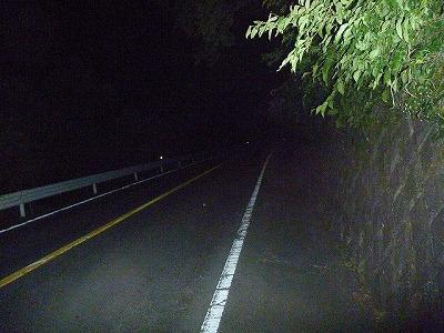 延々と山沿いの道を歩く。「幽霊が出そう…」的なことを一瞬でも考えたら負けだ。
