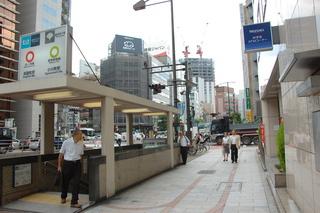 淡路町駅は靖国通りのとこだ。ここは分かる。