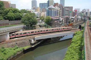 神田川を渡ると、