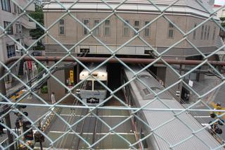 神泉駅は地上1階