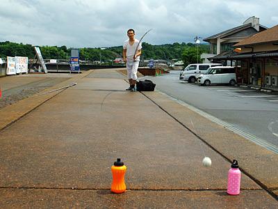 最近イカ釣りの道具を揃えたという斎藤さんも、だんだんとマトにあたるようになってきた。