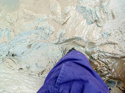 道の駅鹿島では、底なし沼体験ができます。こんなにキメの細かい泥なんて初めてだ。
