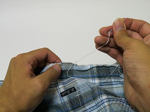 切り口をまつり縫いにしてボタン穴を拡張!