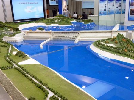 今回いちばんスペースが大きく目立っていた中国の三峡ダム模型