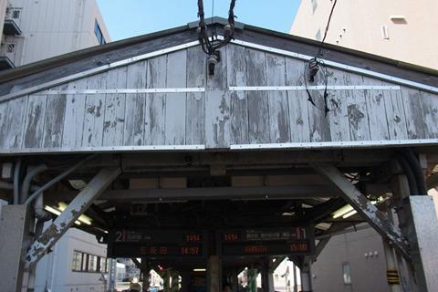 ここも東京都内とは思えないホーム屋根