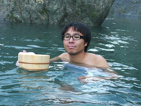 いくら露天風呂でも、一人では幸せ空間とは言えない