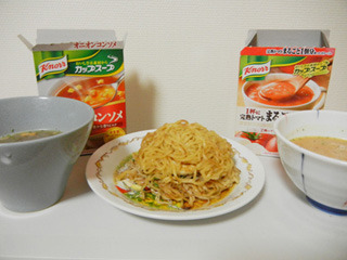 コンソメとトマトのスープ、2種類を用意!