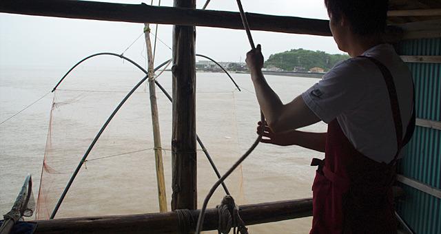 「棚じぶ」という、巨大な四手網を使った漁で遊んできました。