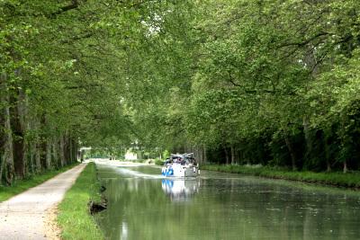 とても良い雰囲気の運河だ