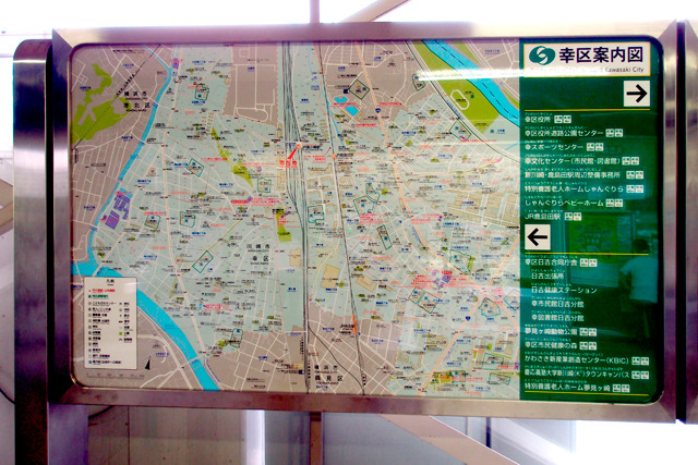 改札にある地図でも川崎駅は圏外だ。
