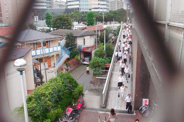 茫洋としている割にはやけに大勢の人が…と思ったら、鹿島田駅からの乗り換えだ。