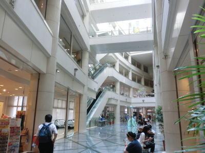 1階から5階までが吹き抜けになった開放感ある空間