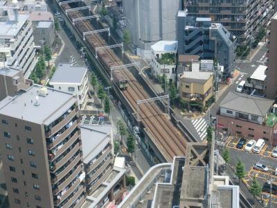 船堀ならではの景色その2「船堀駅に入る都営新宿線」