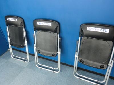 パイプ椅子も用意されているのでゆっくり神気分を味わえる
