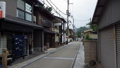 川沿いの町並みは京都らしく趣にあふれている。