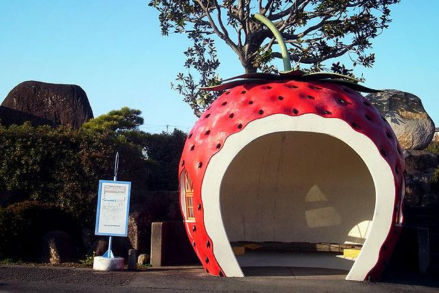 小長井町名物・フルーツバス停。