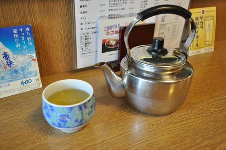 来客に合わせてやかんで出してくれるお茶がうれしい。