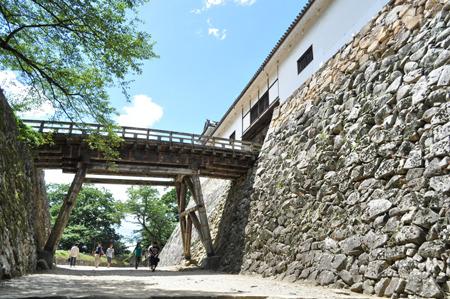 きっと戦争の時にはこの橋壊して侵入防ぐ系のやつだ。