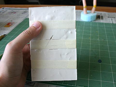 テープで隙間無くぐるぐる巻きに。