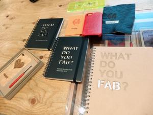 FabCafeはばかなメガネだけじゃなくてiPhoneケースやアクセサリーなどいろいろ作れます