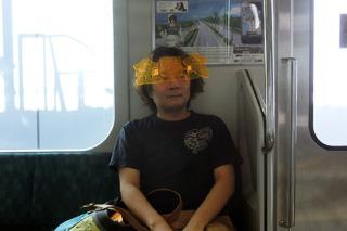 電車に乗る金星食