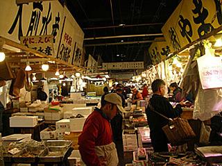 魚好きのパワースポット、築地場内市場。早朝に観光気分で行くと、轢かれたり怒られたりするプロの仕事場。