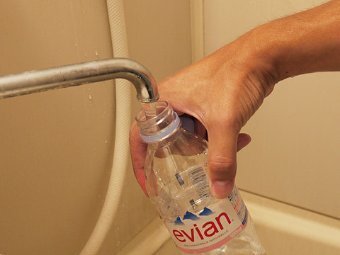ミネラルウォーターは水道水です