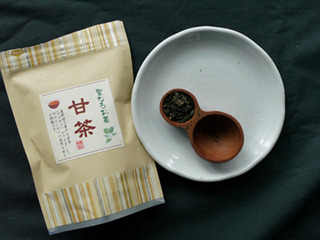 天然の甘味料成分が入っている甘茶。砂糖の200倍の甘さだという。
