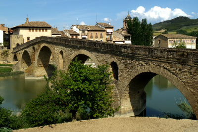 中央がとんがっているのが中世の橋の特徴