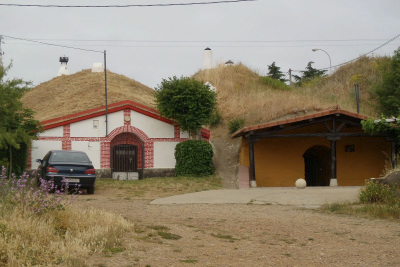レオンの少し先には盛土住宅の団地もあった