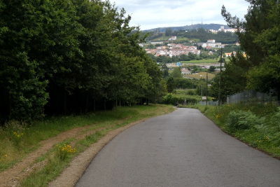 モンテ・ド・ゴゾから坂を一気に下る