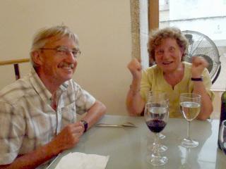 フランスで別れた切り、一度も会わなかったジョンさん夫妻とサンティアゴでまさかの再会。巡礼ではこのような奇跡がよく起こるらしい