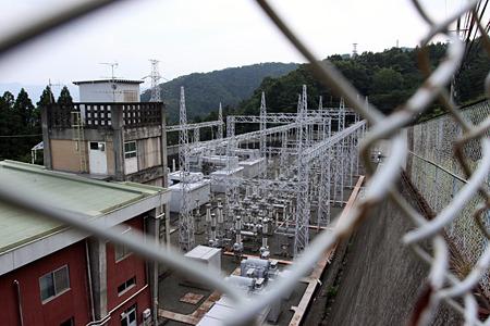 ふたつのダムの間にある城山発電所