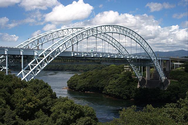 新西海橋。橋の下に歩行者専用通路があり、なかなか楽しい。