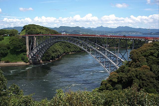 その隣には(旧)西海橋。