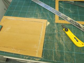 もらった木板で枠を作る